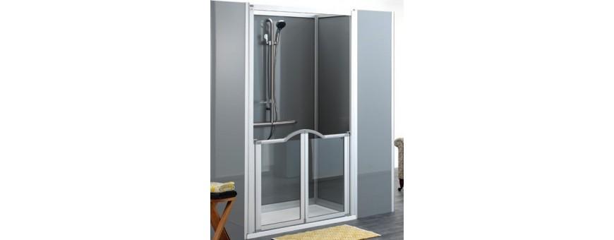 Cabines de douches adaptées et accessibles aux PMR.
