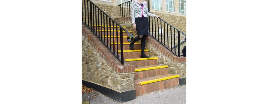 nez de marche  accessibilité escalier erp