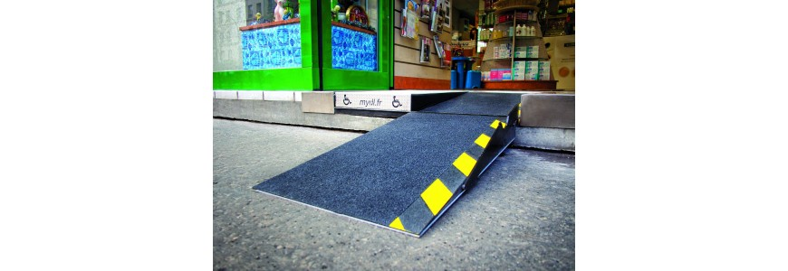 Rampe d'accès fixe pour pmr en fauteuil roulant pour erp ou commerces