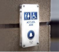 Borne d'appel pour rampe d'accès pmr ou handicapé en fauteuil roulant